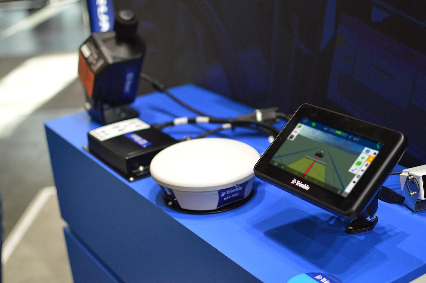 Навігаційний контролер NAV-500 і дисплей GFX-350